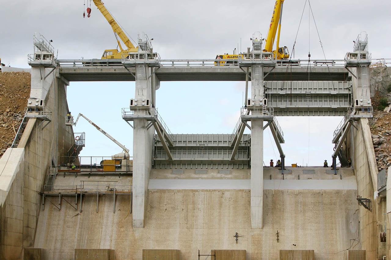 Ross River Dam - Installation of radial gates (2008)
